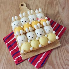 """สาวๆ ที่หลงใหลในความน่ารักมุ้งมิ้งเตรียมตัวกรี๊ดกันได้เลย เพราะวันนี้จะพามาดูขนมปังแพหรือที่ชาวญี่ปุ่นเรียกว่า """"ชิกิริปัง (Chigiri Bread)"""" ในแบบน่ารักๆ"""