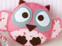Adorable Felt Owl Tutorial with Template... Perhaps an owl mobile for the several babies my friends te expecting in the next few months...