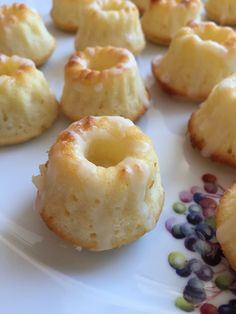 Unser Lieblings - Zitronenkuchen, ein tolles Rezept aus der Kategorie Backen. Bewertungen: 328. Durchschnitt: Ø 4,6.