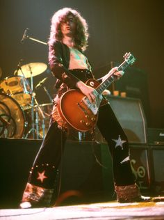 Jimmy Page Young, The Rock, Rock And Roll, Robert Plant Led Zeppelin, Best Guitarist, Robbie Williams, Hottest Pic, West London, Rock Music