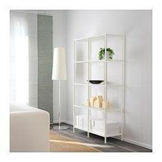 IKEA - VITTSJÖ, Regal, weiß/Glas, , Gehärtetes Glas und Metall sind robuste Materialien, die offen und luftig wirken.Man kann bei wenig Platz mit einem Element beginnen und es je nach Aufbewahrungsbedarf erweitern.Höhenverstellbare Füße; stabiler Stand auch auf unebenen Böden.