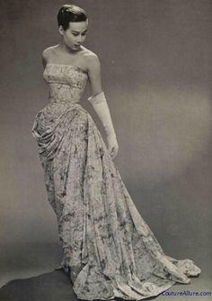 Gres evening gown, -- I just love the tummy draping! Look Retro, Look Vintage, Vintage Glamour, Vintage Beauty, Couture Vintage, Vintage Fashion 1950s, Retro Fashion, Vintage Dior, Vestidos Vintage