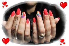 Unhas em Gel cor vermelho com nail art corações coloridos!