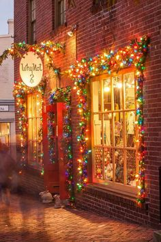 Christmas shopping in Virginia. This makes feel extremely happy! Something about the old fashioned type lights that spark a deep joy in me.