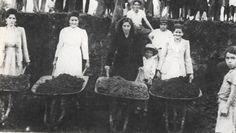 Memoria de ciudad: Fotografía de mujeres cooperando para el combite del Aeropuerto Matecaña.