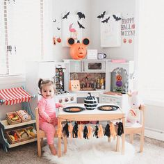 Awesome Halloween Décor Ideas in a Kid's Room - - Playroom Seating, Small Playroom, Kids Seating, Playroom Decor, Playroom Ideas, Baby Playroom, Bedroom Decor, Halloween Room Decor, Halloween Kids