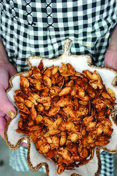 Rita Barton: The BEST Roasted Pumpkin Seeds. Ingredients: low sodium Worcestershire sauce kosher salt ground cumin brown sugar cinnamon cayenne pepper Bake 300 for 10 mins then turn and bake for 10 more minutes. Fall Recipes, Holiday Recipes, Snack Recipes, Cooking Recipes, Roasted Pumpkin Seeds, Roast Pumpkin, Pumpkin Spice Pumpkin Seeds, Cooking Pumpkin Seeds, Gastronomia