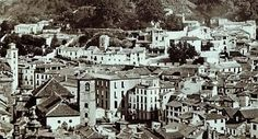 Las torres de las iglesias San Gil y de Santa Ana. Al fondo el barrio de La Almanzora