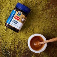 Mierea de Manuka MGO 400+ se recomandă mai ales în cazul afecțiunilor acute sau cronice, care nu au fost tratate anterior și care au o rezistență sporită la tratamente. Manuka Honey, Mai, Tableware, Dinnerware, Tablewares, Dishes, Place Settings