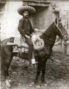 Augustin Victor Casasola: Mexico City (1900-1920) - Zapata!