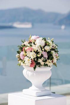Luxurious and rich Greek themed pedestal! Pedestal, Greek, Vase, Luxury, Floral, Inspiration, Home Decor, Biblical Inspiration, Decoration Home