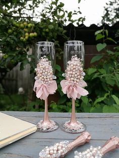 Personalized wedding flutes, wedding champagne glasses toasting flutes, champagne flutes toasting flutes pesrl champagne flutes wedding - Decoration For Home Wedding Champagne Flutes, Wedding Glasses, Champagne Glasses, Wedding Favors, Diy Wedding, Wedding Decorations, Wedding Bottles, Cake Pink, Unique Wedding Colors