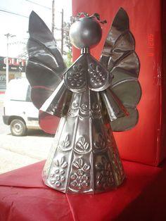 Repujado Tin Foil Art, Aluminum Foil Art, Tin Can Art, Tin Art, Soda Can Crafts, Pewter Art, Metal Embossing, Metal Artwork, Metal Crafts