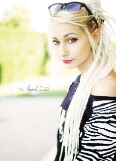 dreads Blonde Dreads, Girly Things, Bangs, Hair Makeup, Hair Color, Hair Beauty, Dreadlocks, Glasses Sun, My Style