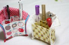 立つペンケース、型紙NO3♪ - 主婦のミシン Handmade Home, Handmade Bags, Handmade Crafts, Sewing Tutorials, Sewing Projects, Sewing Patterns, Art Caddy, Japanese Bag, Hawaiian Quilts