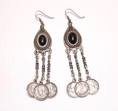 Oorbellen DONKER ZILVER kleur met muntjes en ingelegde stenen ZWART - Earrings OLD SILVER / DARK SILVER color with coins and stone inlay BLACK
