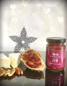 Gin jam with toast.