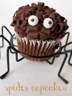 adorable spider cupcakes via @Ginger {Ginger Snap Crafts}