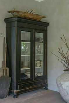 47 Ideas For Painting Furniture Black Distressed Colour furniture french furniture fabric painted furniture painted furniture Black Painted Furniture, French Furniture, Shabby Chic Furniture, Black Distressed Furniture, Rustic Furniture, Distressed Hutch, Distressed Painting, Classic Furniture, Modern Furniture