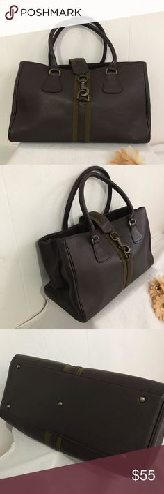"""•Barneys New York• Leather Large Tote •Barneys New York• Leather Large Tote. Used a few times. Lots of compartments inside. Excellent used condition. Non smoke home.  Measurement: 👉🏻9""""x14""""x5"""" Barneys New York Bags Totes"""