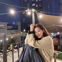 April Kpop, Yellow Carnations, Insta Photo Ideas, Cute Couple Pictures, Korean Artist, Celebs, Celebrities, Ulzzang Girl, Girl Power