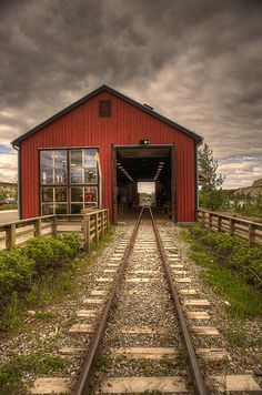 Beautiful Place To Visit Before You Die, Whitehorse Rail, Alaska By Train, Train Tracks, Bonde, Old Trains, Train Pictures, Le Far West, Covered Bridges, Railroad Tracks, Beautiful Places