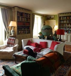 Morning room in Regency house of Isabel and Julian Bannerman built in 1807 in Trematon Castle Courtyard, Cornwall, England. Photo: The Bible of British Taste.
