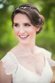 Totally digging the natural no makeup-makeup look! A stunning and simple look for any bride on her wedding day, and so perfectly done by Jax Studio. Photo © Bend the Light Photography