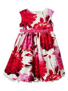 GAP Flower dress-This could be made with the Caroline Party Dress pattern from Mouse House Creations.