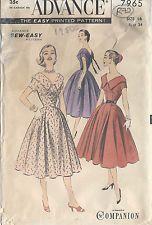 1950s Vintage Sewing Pattern DRESS B34 (R72)