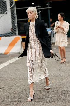 The Best Street Style Looks From New York Fashion Week Spring 2019 - Fashionista Street Style Trends, Printemps Street Style, New Street Style, New York Fashion Week Street Style, Street Style Looks, Street Fashion, Street Styles, Look Fashion, Autumn Fashion