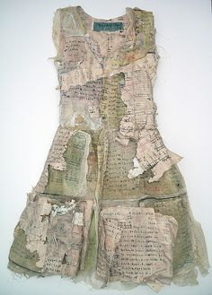 ℘ Paper Dress Prettiness ℘ art dress made of paper - Louise Richardson Paper Fashion, Fashion Art, Fashion Design, Trendy Fashion, Mixed Media Collage, Collage Art, Textiles, Quilt Modernen, Art Plastique