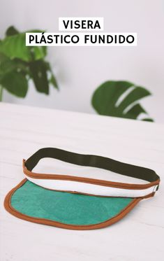Visera fundiendo bolsas de plástico | 2nd Funniest Thing Hello Everyone, Sunglasses Case, Diy, Repurpose, Crafty, Shape, Fused Plastic, Plastic Bags, Cases