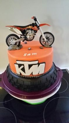 Dirtbike and fox cake by sugar on top cakes for Decoration ktm