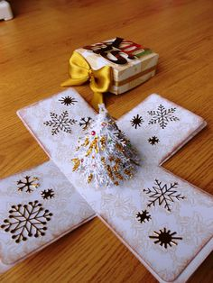 White Christmas Exploding Box Card by LittleSofi