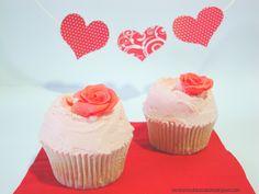 Cupcakes San Valentin rosa, valentine cupcakes  http://lasrecetasdulcesdeana.blogspot.com