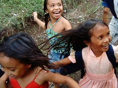 Kids in the Philippines, taken on jan. 2007     http://soloha.vn/tham-trai-san-khach-san/tham-trai-san-khach-san-sa-ma-257.html