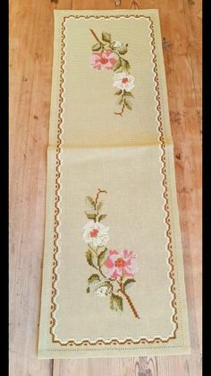 Beautiful x / floral / cross stitch / embroidered tablerunner / tablecloth in linen from Sweden Beautiful 21 x 7 / floral / cross stitch / Cross Stitch Borders, Cross Stitch Flowers, Cross Stitch Designs, Cross Stitch Patterns, Free Machine Embroidery Designs, Embroidery Patterns, Cross Stitch Embroidery, Hand Embroidery, Swedish Weaving