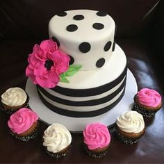 Kate Spade themed bridal shower cake with navy flower Bridal Shower Cupcakes, Bridal Shower Favors, Shower Cakes, Kate Spade Party, Kate Spade Bridal, Kate Spade Cakes, Bridal Shower Kate Spade, Cake Pops Brownie, Pretty Cakes