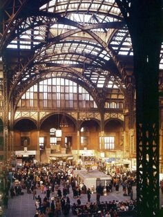 The Original New York Penn Station, 1963 Bodega Hotel, Nyc Pics, Long Island Railroad, Pennsylvania Railroad, Hotel Pennsylvania, Alaska, Vintage New York, Historical Architecture, Beautiful Buildings