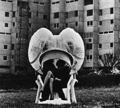 Haus Rucker Co., Pneumatic Space for Two People, 1968 Mobile Architecture, Futuristic Architecture, Utopia Dystopia, Speaker Design, Cozy Place, Sound Waves, Postmodernism, Get Outside, Amphibians