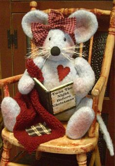 """""""Matilda Mouse"""" a 14"""" Fabric Christmas Mouse Pattern"""