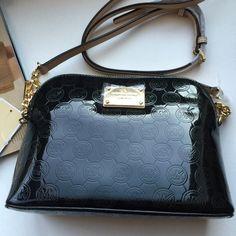 Michael Kors Cindy Large Crossbody Beautiful bag. Price is FIRM. Cheaper at Merc MICHAEL Michael Kors Bags Crossbody Bags