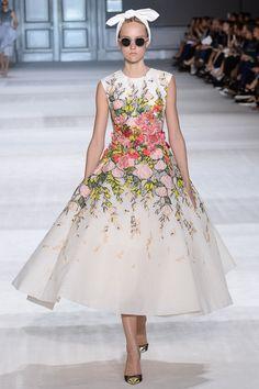 Giambattista Valli Fall 2014 Couture - Review - Vogue#/collection/runway/fall-2014-couture/giambattista-valli/1/