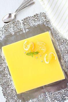Pastís de mousse de llimona Flan, Lemon Mousse Cake, Food Decoration, Sweet Desserts, Sweet Treats, Cheesecake, Deserts, Snacks, Fruit