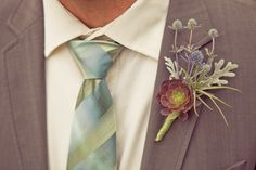 22 Ideas for succulent wedding boutonniere air plants Wedding Mint Green, Floral Wedding, Wedding Bouquets, Wedding Flowers, Wedding Plants, Succulent Boutonniere, Boutonnieres, Thistle Boutonniere, Mens Boutonniere
