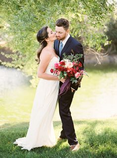 Grenngate Ranch and Vineyard | San Luis Obispo, Ca | styled shoot | styling + planning: A Lovely Creative | photography: Jen Rodriguez | hair + make up: Jess Wilcox | gown: Sarah Seven | vintage rentals: Embellish Vintage Rentals | florals: Wilder Floral Co | fabric: Silk & Willow