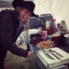 Amber 27 yrs birthday on set June 2 2015 Heartland Characters, Heartland Actors, Watch Heartland, Heartland Quotes, Heartland Ranch, Heartland Tv Show, Cow Girl, Heartland Season 9, Trick Riding