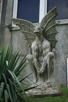 Waverly Hills Gargoyle, at the Waverly Hills Sanatorium in Louisville KY. - Me and Darren got pictures with this guy Waverly Hills Sanatorium, Dragons, Gothic Gargoyles, Gothic Buildings, Haunted Places, Architecture Details, Ancient Architecture, Mythical Creatures, Dark Art