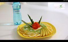 Salată de mango cu ţelină şi cu măr.  Reţeta o puteţi găsi aici în format text dar şi video: http://www.babyboom.ro/salata-de-mango-cu-telina-si-cu-mar/